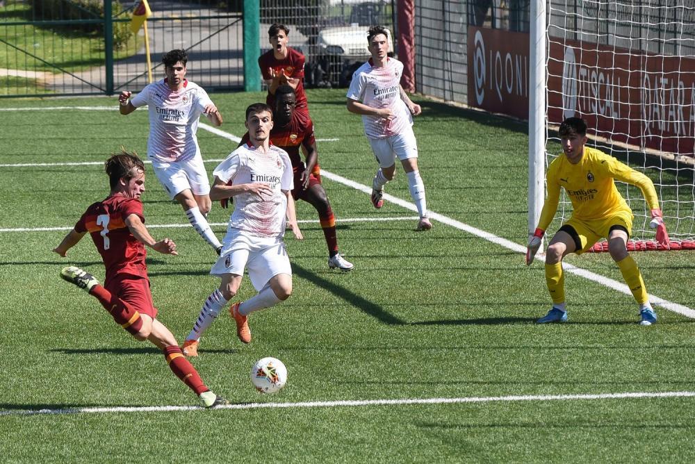 Alessandro Logrieco (AS Roma U18), Fotios Pfetsis (AC Milan U18)
