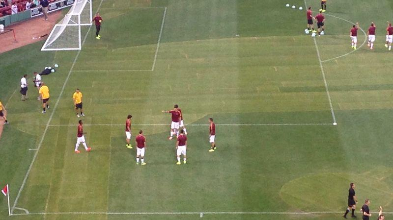 Giocatori della Roma sul terreno di gioco