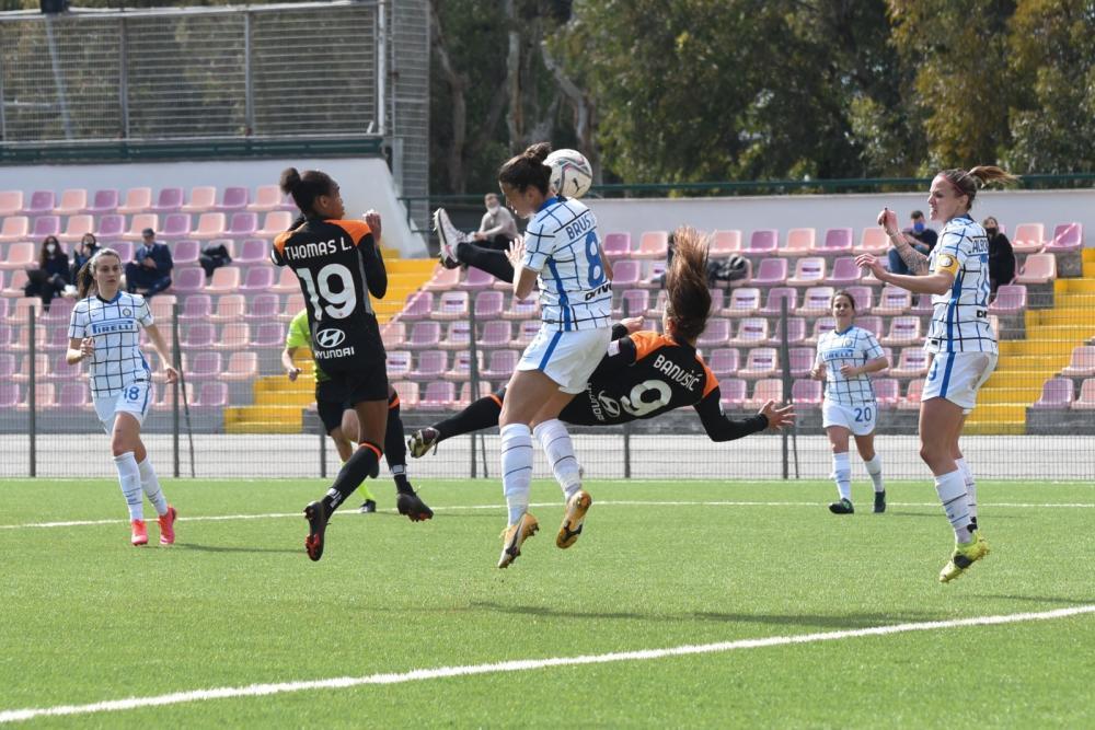 Gol in rovesciata di Banusic