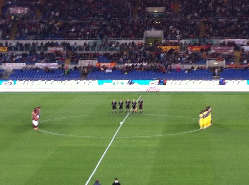 Squadre schierate durante il minuto di silenzio per Andreotti